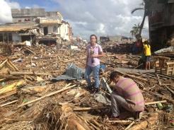 Zona Magallanes en Tacloban, Filipinas, destruida por el tifón Haiyán/Yolanda, 2013. Con Juan Carlos Martínez.