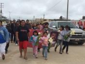 Hijos del periodista Gregorio Jiménez, asesinado en Veracruz, durante su funeral.