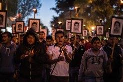 Marcha hacia la Basílica de Guadalupe, a 15 meses de Ayotzinapa. Foto: Miguel Tovar