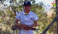 Paula, integrante de la Policía Ciudadana y Popular de Temalacatzingo, Guerrero. 2015. Foto: Miguel Tovar
