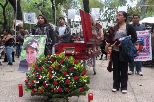 Funeral simbólico del normalista Julio César Mondragón Fontes, asesinado en Iguala. México, 26 de enero de 2016.