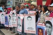 Marcha a 19 meses de los ataques en contra de normalistas de Ayotzinapa. México, abril de 2016.