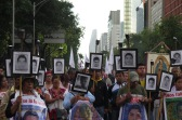 Marcha a 19 meses de los ataques en contra de normalistas de Ayotzinapa. México, abril de 2016.