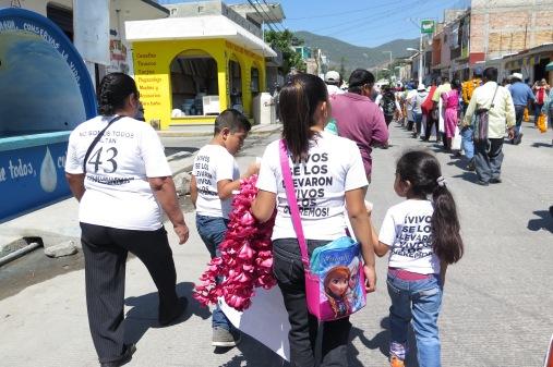 Marcha de familiares de Ayotzinapa. Tixtla, Guerrero, 27 de abril de 2016.