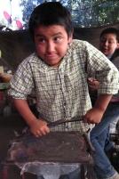 Niño de escuela autónoma en Lachatao, sierra de Juárez, Oaxaca.