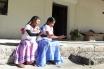 Niñas de escuela autónoma en Lachatao, sierra de Juárez, Oaxaca.